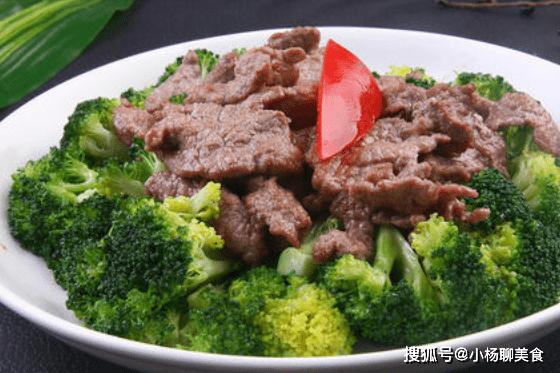 原創             西蘭花炒牛肉容易發黃?教你正確做法,西蘭花翠綠,牛肉鮮嫩