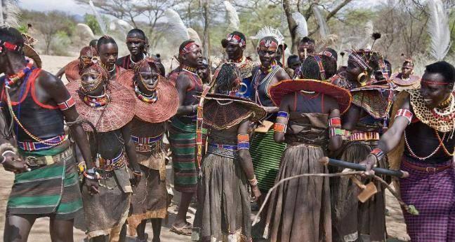 一夫多妻制的非洲部落,结婚时女孩惨哭求助,家人却冷眼旁观