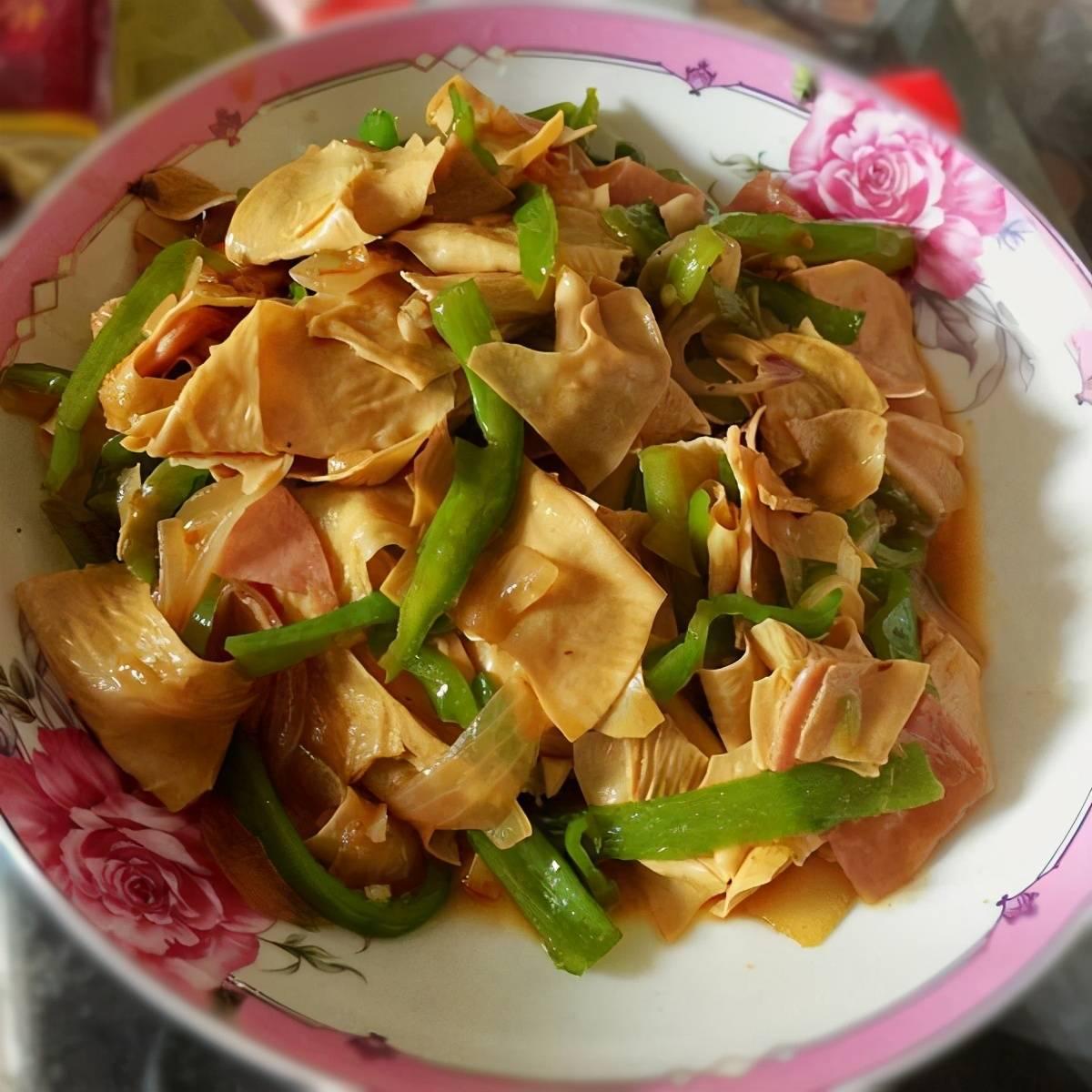 美食推荐:酸黄瓜炒兔心、擂辣椒土豆藕、粉皮辣鱼制作方法  土豆粉怎样制作粉皮