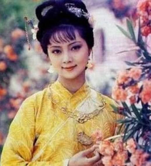 """还记得曾经的""""薛宝钗""""吗,50多岁皮肤水嫩,年过半百至今未婚"""