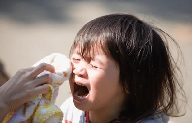 """""""高情商""""的家长哄孩子,不会说""""别哭了"""",要学会换种沟通方式"""