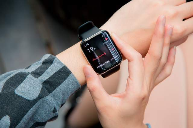 Apple Watch使用者狂喜:心電功能將開通,中國產手錶已率先跟進