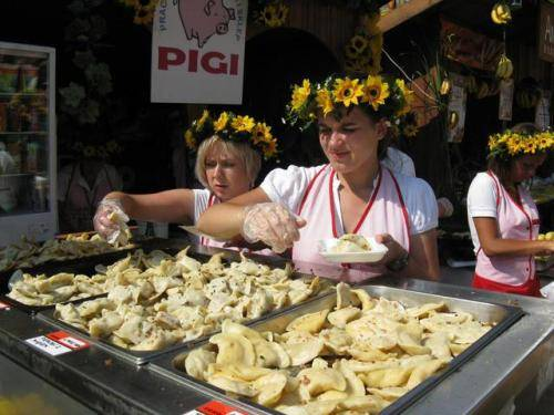 原創             外國獨有的4道「中國美食」老外視為高端菜,中國吃貨卻懶得動嘴
