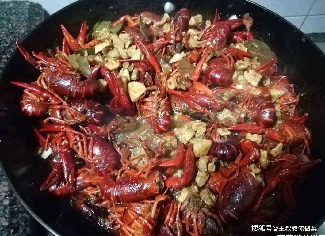 麻辣蒜香小龍蝦,這樣做吃到爽,為何要到大排檔?