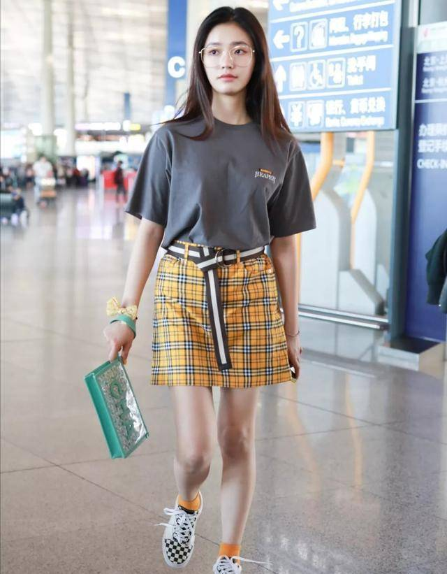 今年夏天流行穿「格紋裙」,復古顯氣質,不挑年齡不挑身材