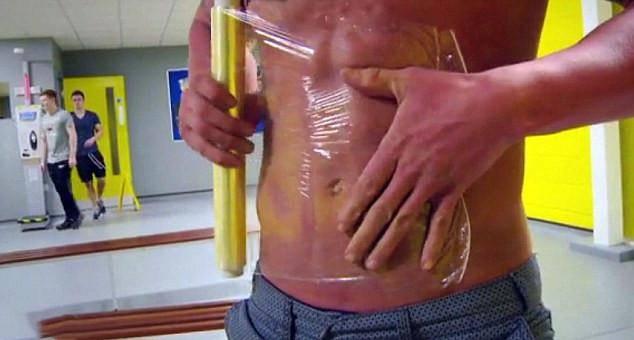 国外男性也身材焦虑了?为六块腹肌手术整形 还疯狂追逐药物注射-家庭网