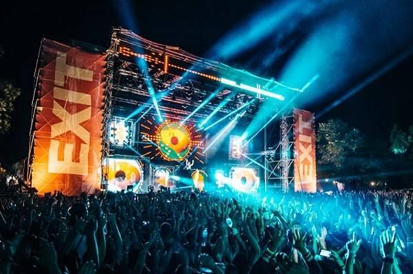 塞尔维亚举办音乐节,系新冠疫情暴发以来,欧洲规模最大的盛会