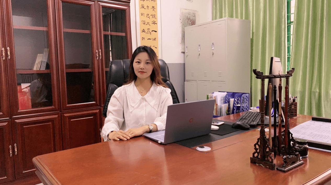湖北女诗人谭唐艾儿成功签约笔若诗歌网