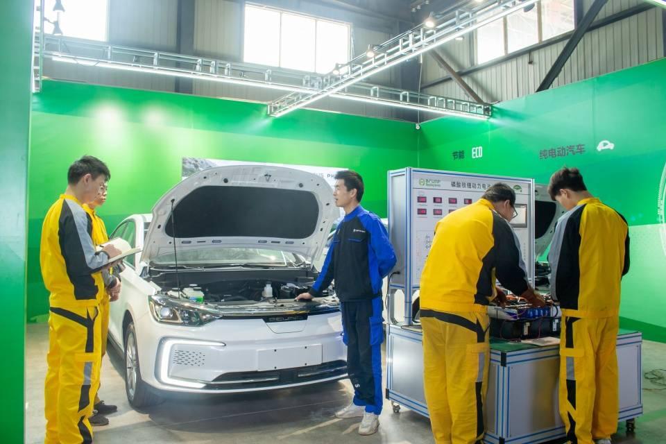新能源汽车技术专业正在成为初高中生热选专业ho9