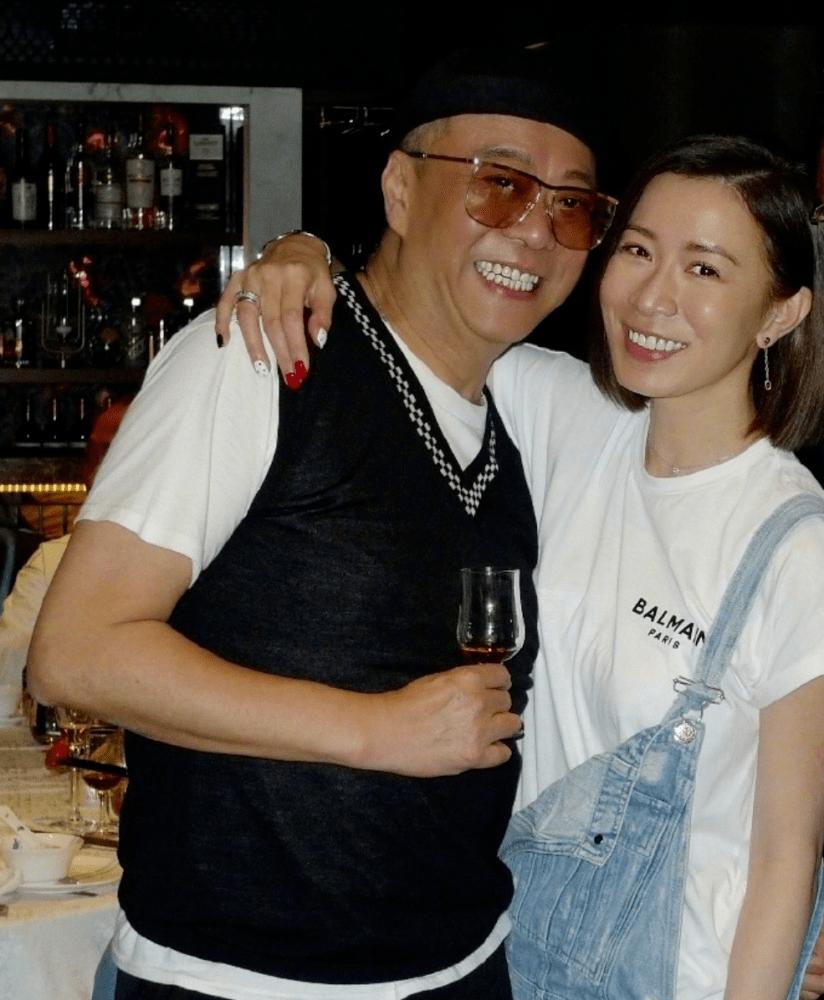 佘诗曼给好友庆生,不修图肤色发黄皱纹刻满脸,个个都很真实啊!