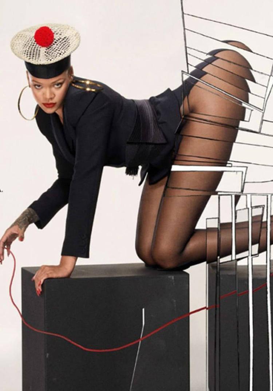 蕾哈娜身穿黑丝袜拍时尚大片,性感十足,网友:不愧是女王