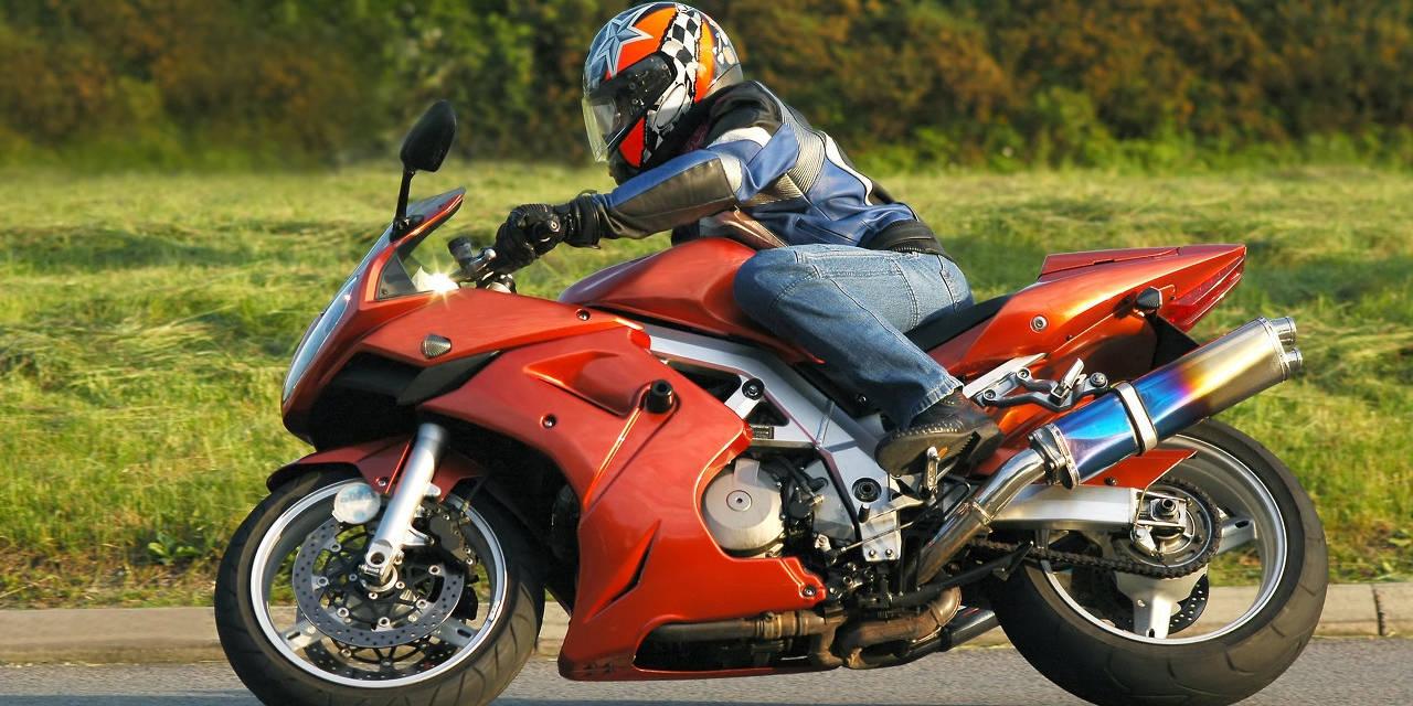 达到这些条件,就能骑摩托上高速了,否则会罚的很惨!