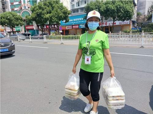 湖南张家界:爱心餐 温暖疫情防控一线