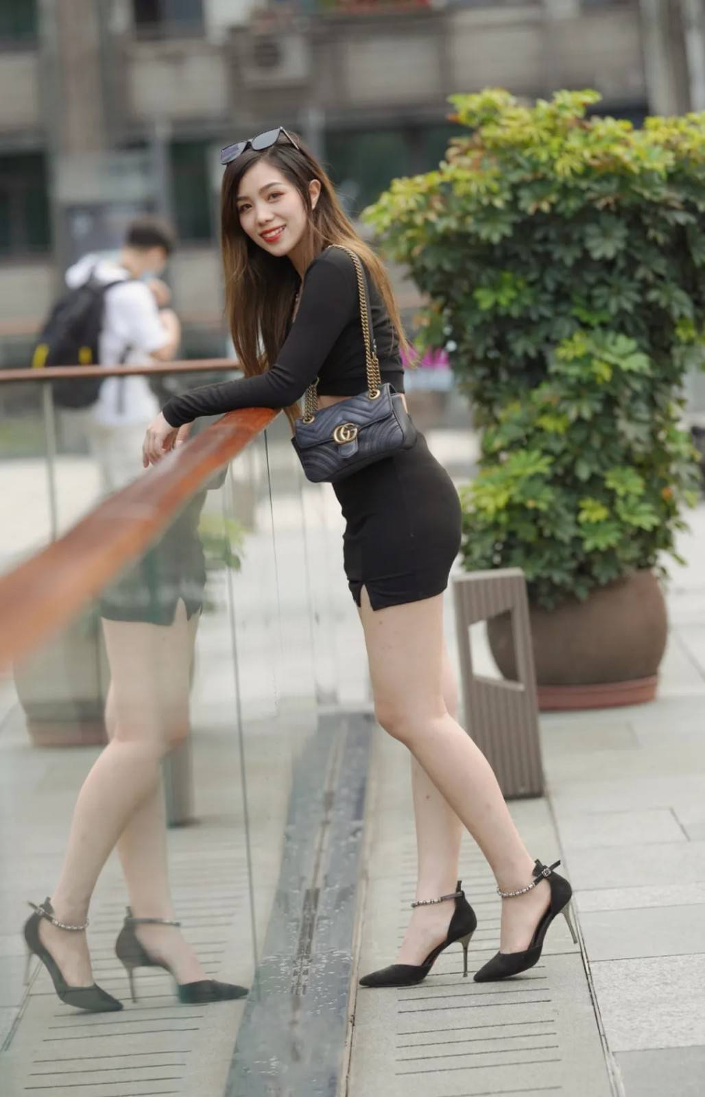 半身裙的精彩演绎,展现随性简约的搭配风格,时髦优雅又精致