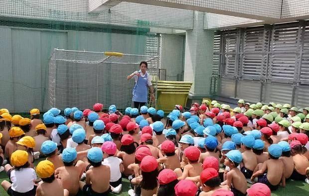 """日本幼教流行""""裸身教学"""",网友:泯灭人性,3大好"""