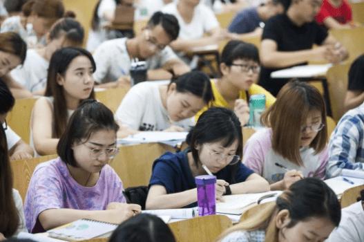 """部分省市大学生迎""""新政策"""",影响未来发展,学生表示接受不了"""
