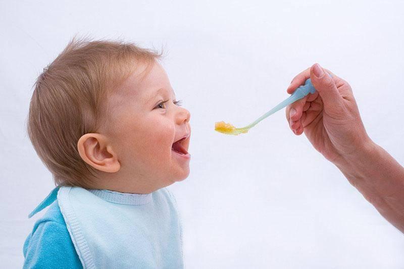 《宝宝的辅食里什么时候添加油?》