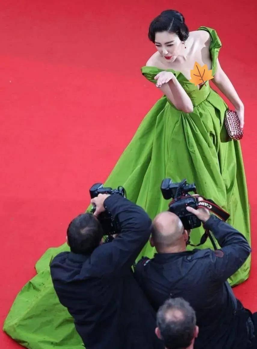 图片[43]-国内女星走欧洲三大红毯,铆足劲好精彩,有人土到国外,有人争光-妖次元