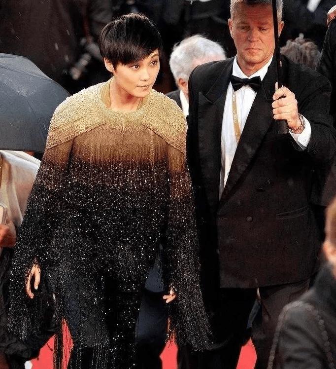 图片[22]-国内女星走欧洲三大红毯,铆足劲好精彩,有人土到国外,有人争光-妖次元