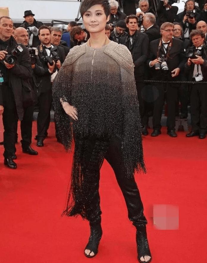 图片[23]-国内女星走欧洲三大红毯,铆足劲好精彩,有人土到国外,有人争光-妖次元