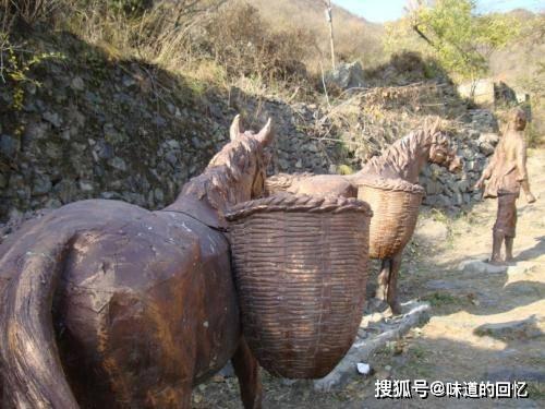 京西古道上有不少石窝,传说中是骡蹄印,专家说:它们可能是壶穴