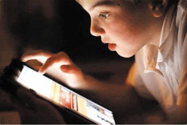 孩子多大能拥有自己的手机?10岁、15岁都不对,这个年龄刚好