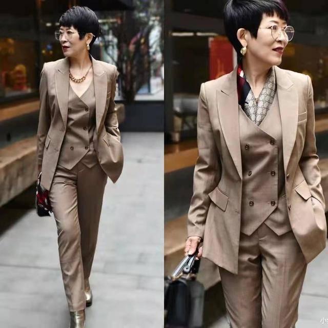 60岁女人不靠身材靠穿搭,学她的穿搭细节,精致又高级减龄