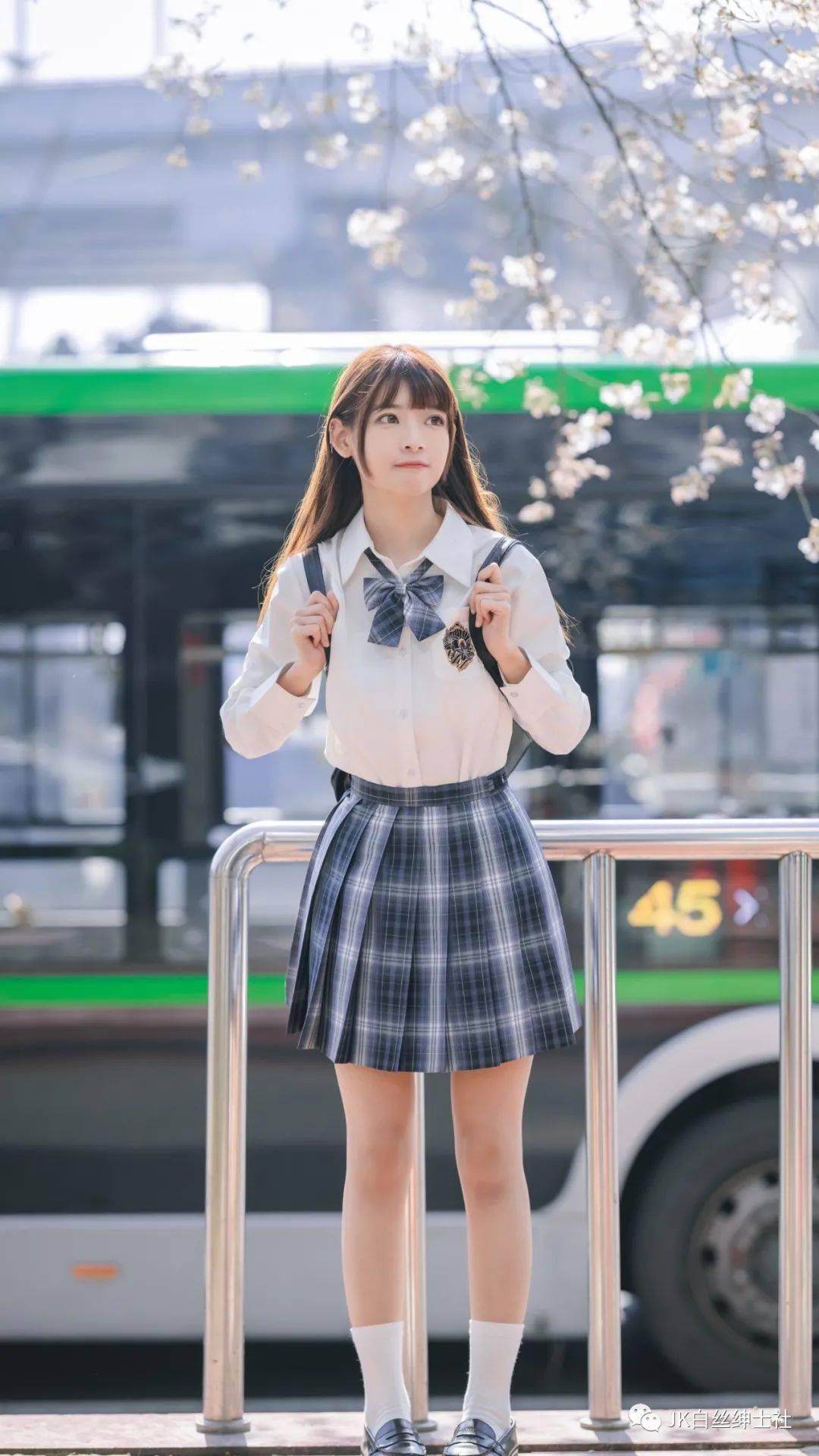 JK少女:樱花里的微笑