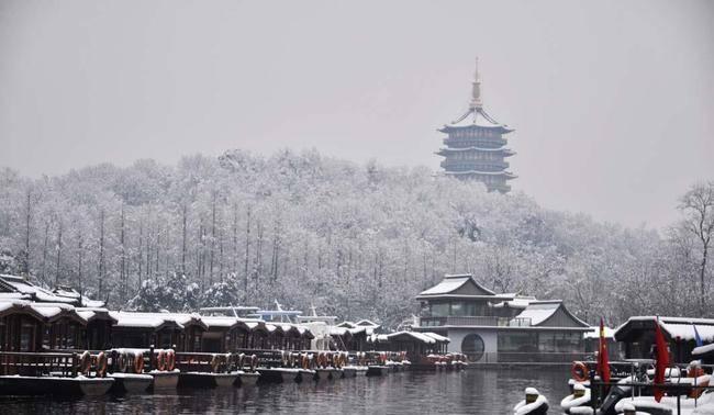 浙江千岛湖原是座不知名水库,改名后成5A景区,如今游客络绎不绝