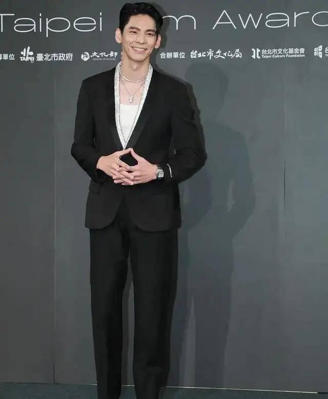 图片[11]-林心如变脸认不出,人均又土又俗,台北电影节红毯,把我丑笑了-妖次元