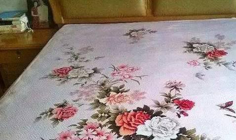 家中这种床单不要扔掉,比古董还要值钱,聪明人都会把它藏着