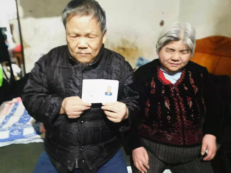 传递温暖传播爱心:荆州市爱帮客志愿者协会走访慰问残疾人家庭
