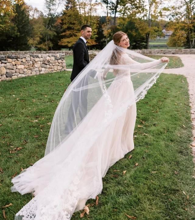 比尔盖茨女儿高清婚纱照终于来了!蕾丝婚纱好美,梅琳达变年轻了