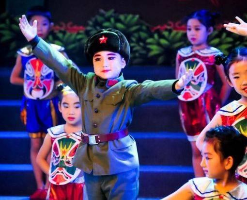 3岁出名5岁上春晚的小童星,现状却令人担忧,父母:真的很后悔图片