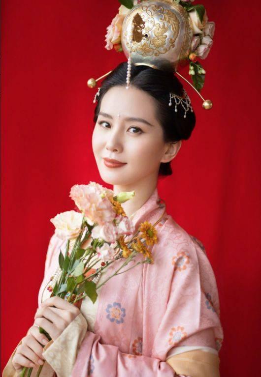 刘诗诗11月《嘉人》封面来袭,演绎秋日朦胧氛围感,这看了谁不爱