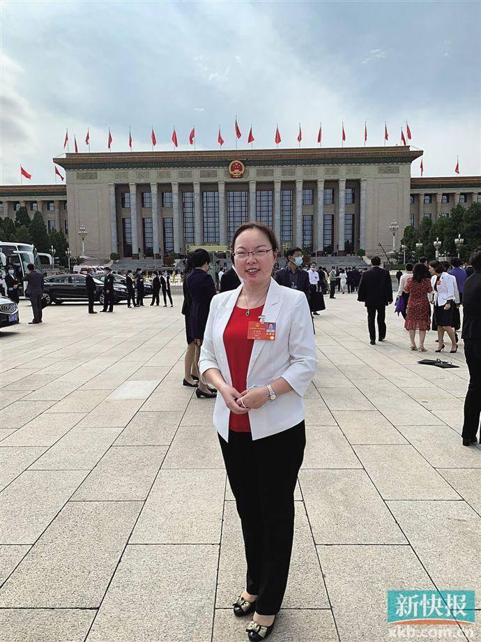 全国人大代表李杏玲:建议给予一线教职工提前退休权