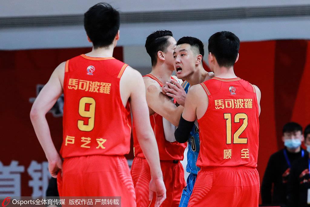 深圳VS北京常规赛对决回顾:不满判罚致解立彬一度离场