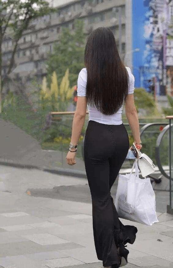 瑜伽裤的打扮开启时尚模式,尽显极致女人魅力,高贵气质尽显