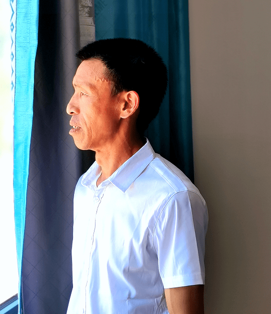 著名南派水墨青绿山水画家谭明龙
