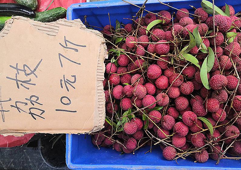 这水果比菜便宜,10元能买7斤,泡成酒清香甘醇,错过又要等明年