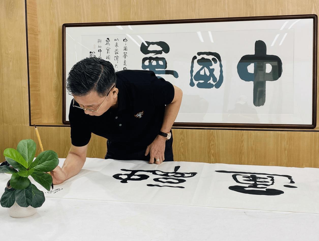 书画艺术名家郭耀庭访谈:书法要紧跟时代步伐3