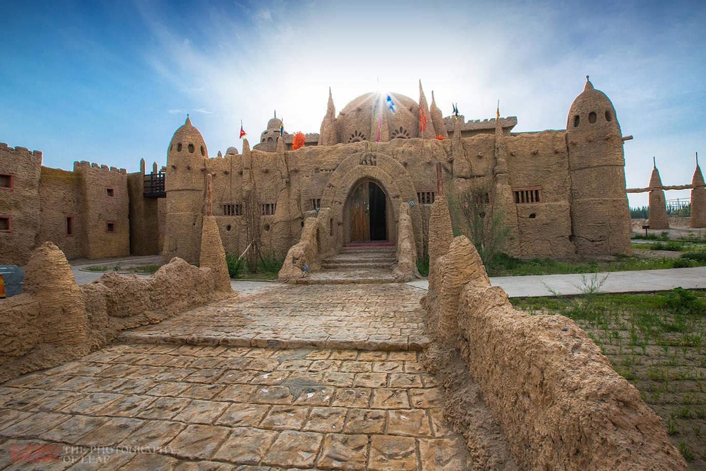"""新疆荒漠中的土城堡,史料中没有任何记载,专家称其为""""谜城"""""""