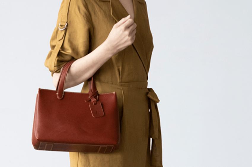 """土屋鞄制造所""""DIARIO系列""""手提托特包,解锁成熟职业女性的穿搭密码!"""