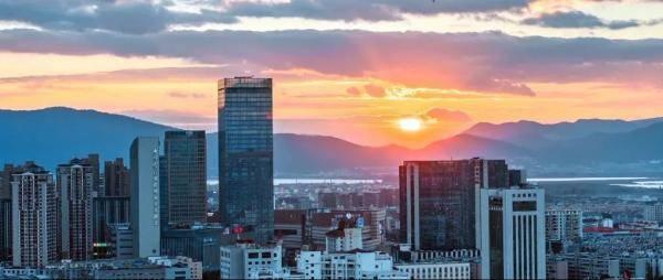 2020前三季度,昆明市地区生产总值5022.73亿元,同比增长1.1%