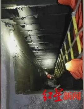 命悬一线!工人坠入7米深井,求救声被掩盖,幸好工友发现他不见了