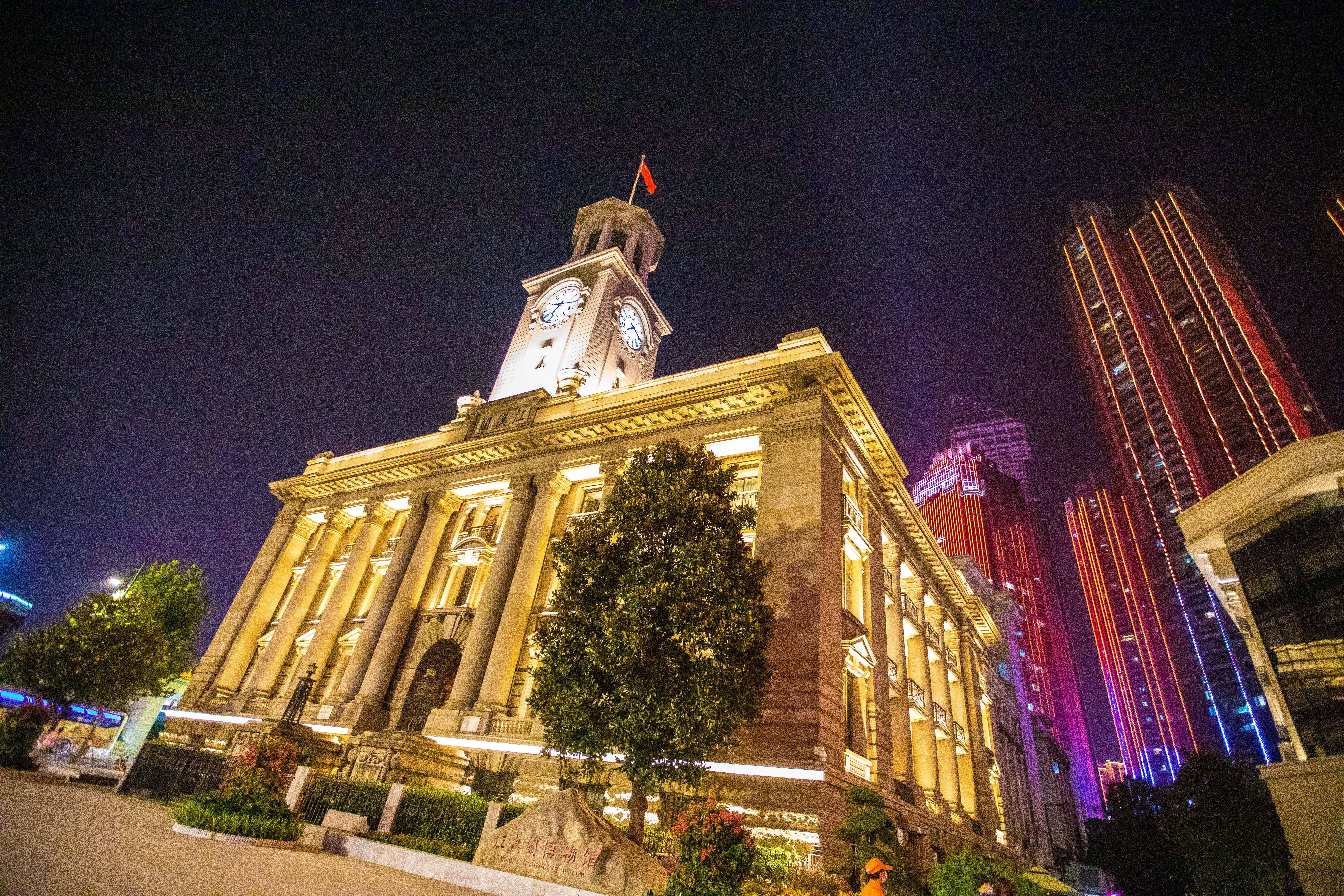 《【天游注册首页】武汉这条街有什么魅力,超越北京、上海成为天下第一步行街》