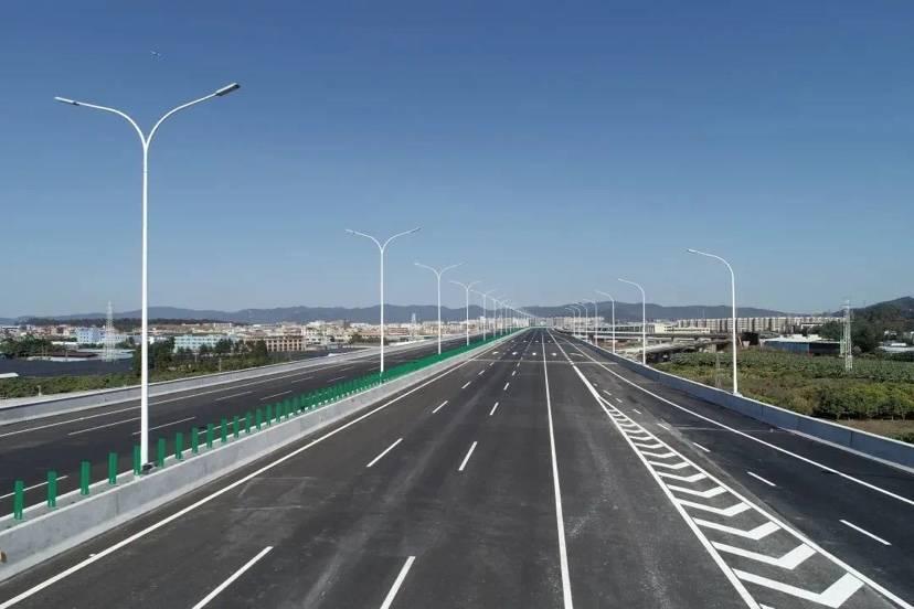 机场第二高速北段工程全线开通