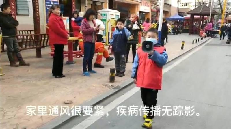 """""""感觉很紧张,别人又说我可爱"""",长沙8岁萌娃上街用喇叭宣传防疫知识"""