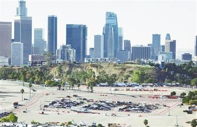 """洛杉矶道奇体育场""""变身""""疫苗接种中心"""