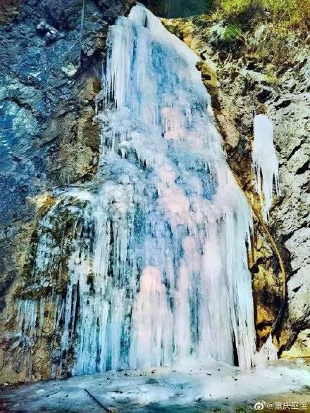 晶莹剔透美轮美奂 巫溪现冰瀑景观